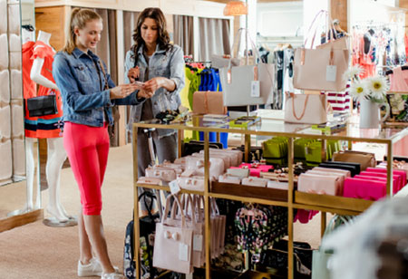 Ways to Use Visual Merchandising to Improve the Retail Customer Experience
